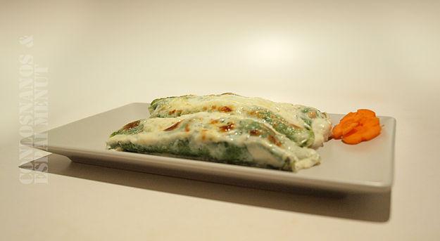 Crepes espinacas con pollo, champiñones y queso azul