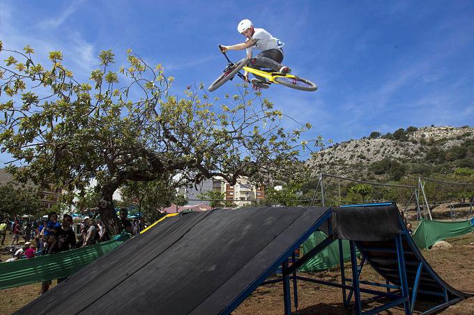 formigues festival benicassim acrobacias bici