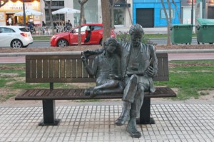 estatua libro