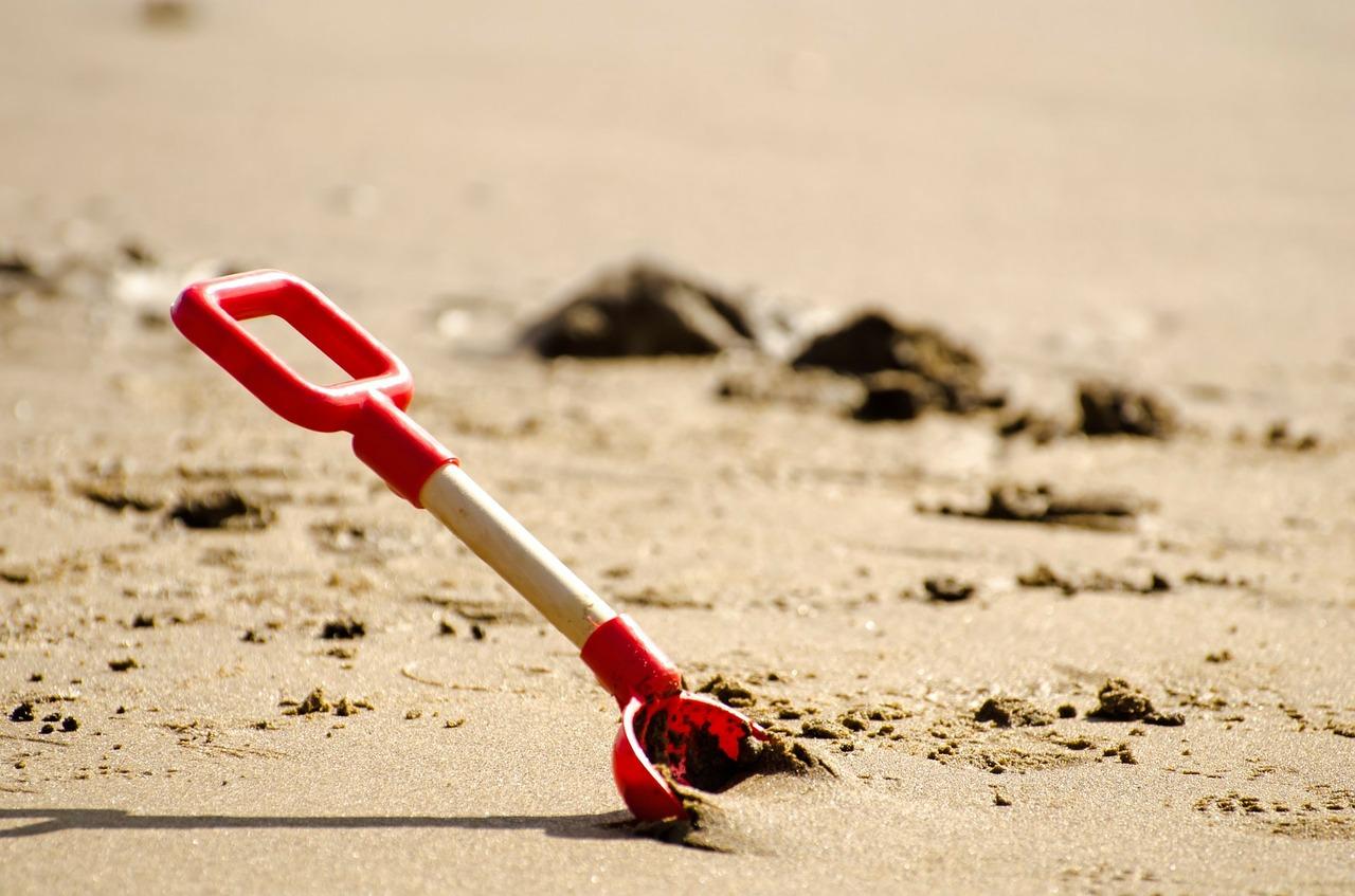shovel-164266_1280
