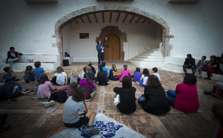 Cuentacuentos en el Castell Vell. Fotos: Carme Ripollès (ACF).