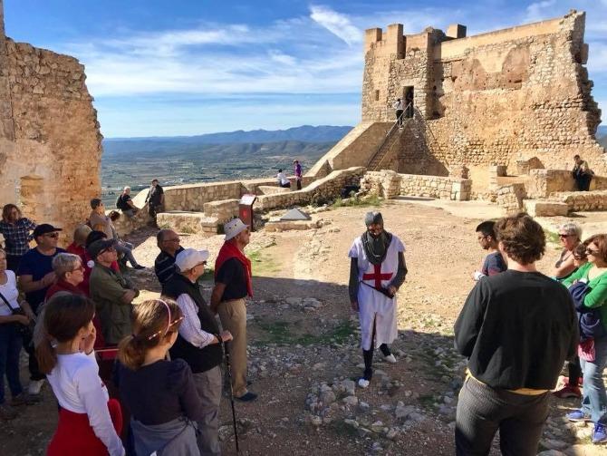 Las rutas teatralizadas al Castillo de Xivert son una de las propuestas de este verano.