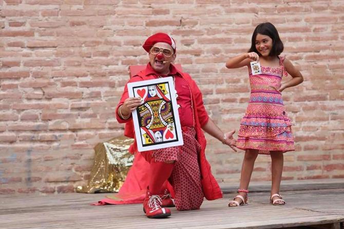 El 30 de agosto a las 19:30 Baraka Circ  traerá al Ágora de Rural Nostra a 'Tornillo Magic Clown'.