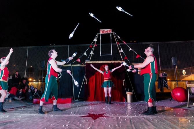 El dissabte 5 de setembre a les 19.45 La Finetra Nou Circ interpretarà 'The Troupres' en el frontó municipal.